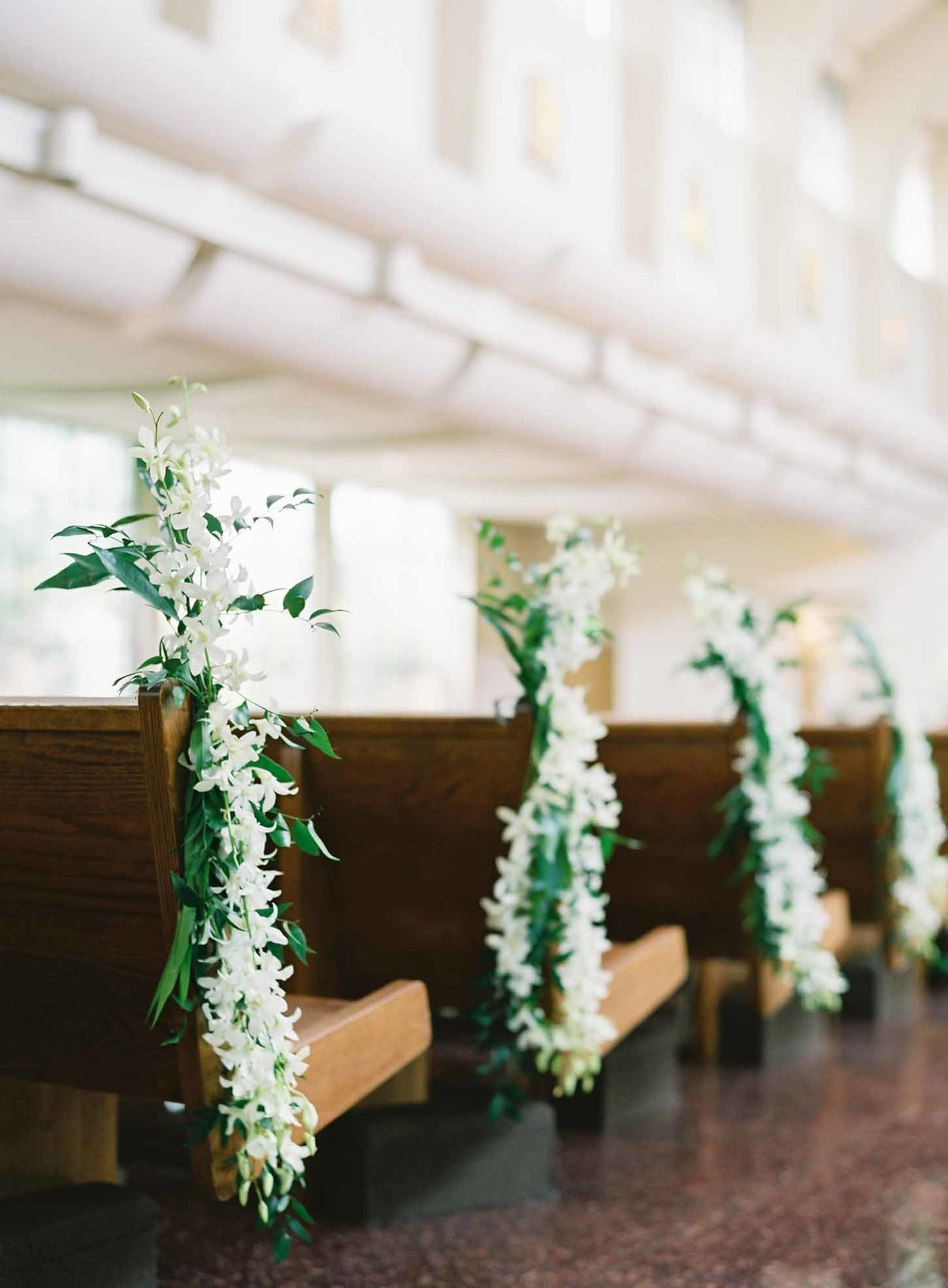 We love the look of these white orchid pew poises