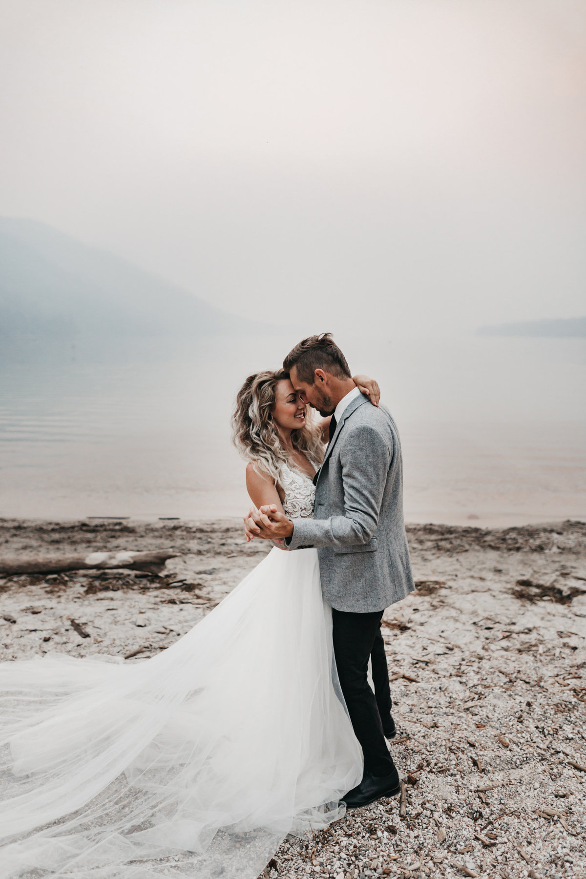 athena-and-camron-sara-truvelle-bridal-wenatchee-elopement-intimate-9-epic-first-dance