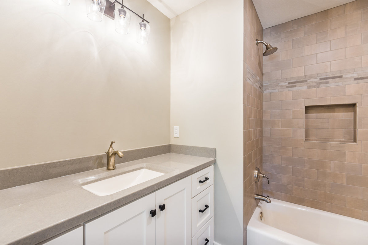 2017-08-10_153Bethany_Duell-remodel_bath1