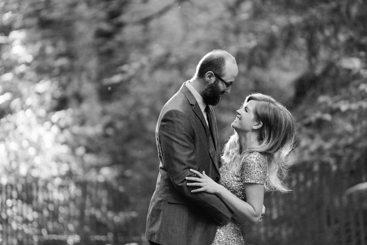 Snohomish_Wedding_Photographer_Engagement_photos_Schmitz_Park_Seattle