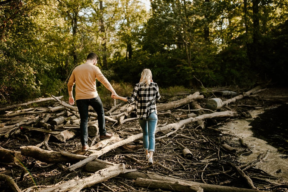 megan-renee-photography-eagle-creek-beach-engagement-session-4