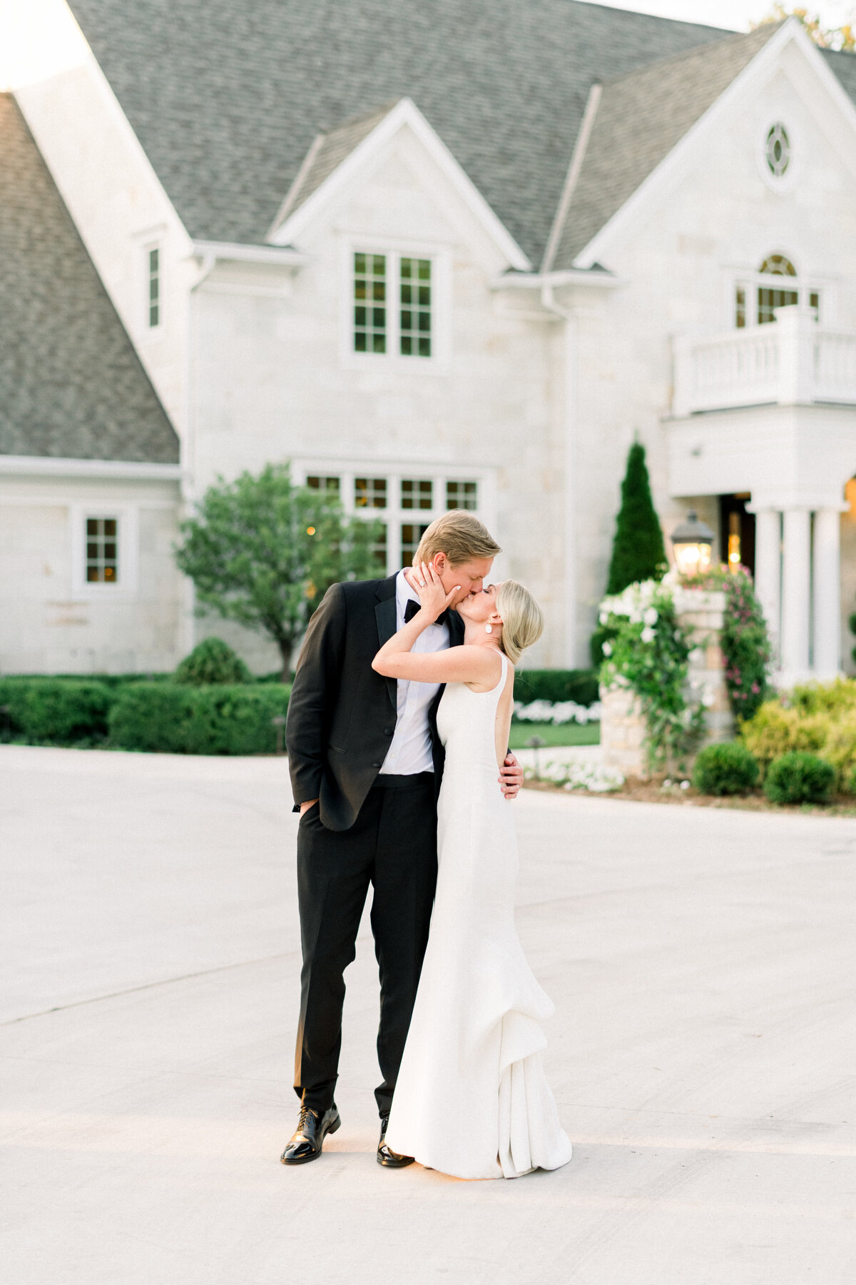 Minneapolis Wedding Photographer, Minneapolis Luxury Photogrpaher, Minnesota wedding photographer, Minneapolis light and airy photographer, luxury wedding photographer, Wisconsin wedding photographer