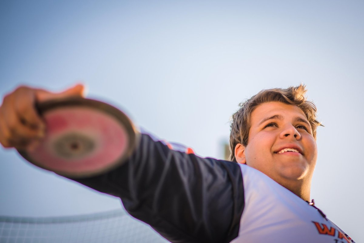 Senior Session Male Discus Thrower