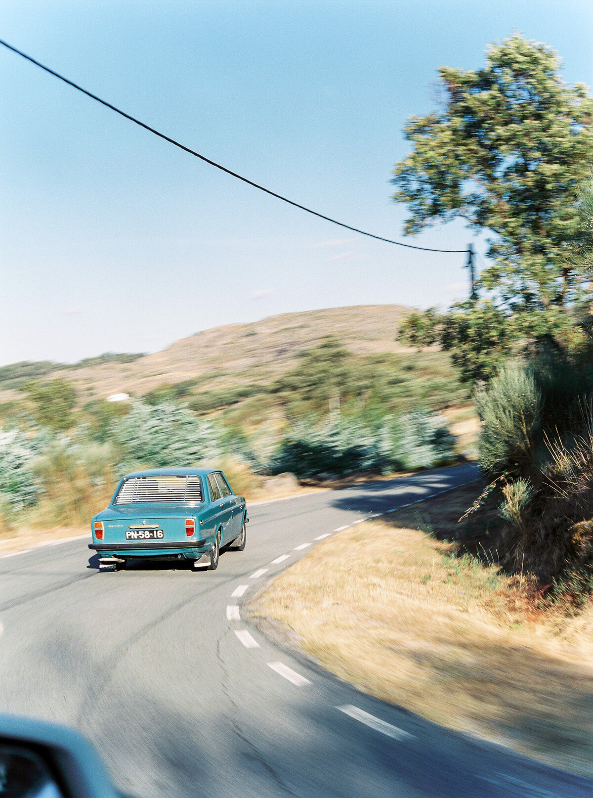 wedding_with_a_vintage_car_in_marvão-31