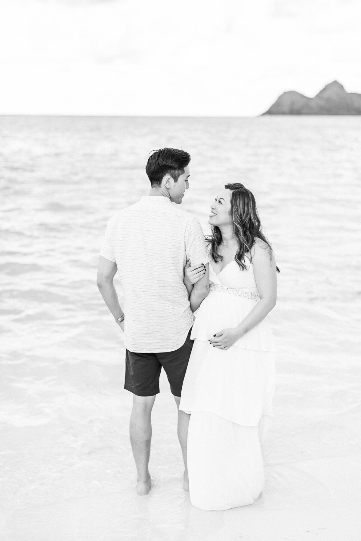 Blog-lanikai beach maternity session by hawaii maternity photographer veronica ilioi photography-0004