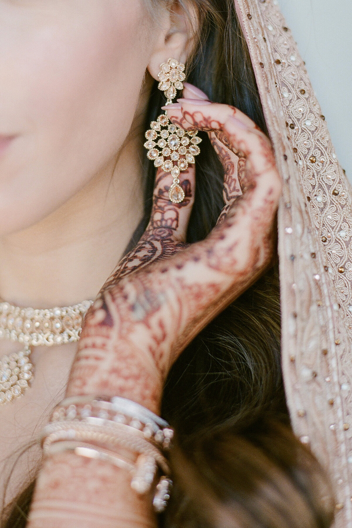 indian - bride - blush - lehengha - mehndi  (3)