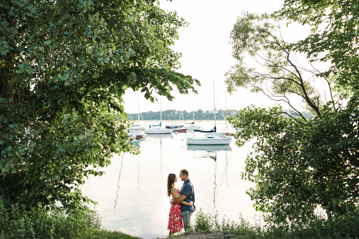 Lake-Calhoun-Minneapolis-Summer-Engagement-2