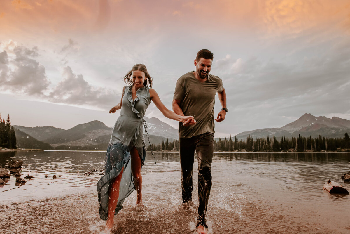sparks-lake-oregon-couple-photographer-elopement-bend-lakes-bachelor-sisters-sunset-6347