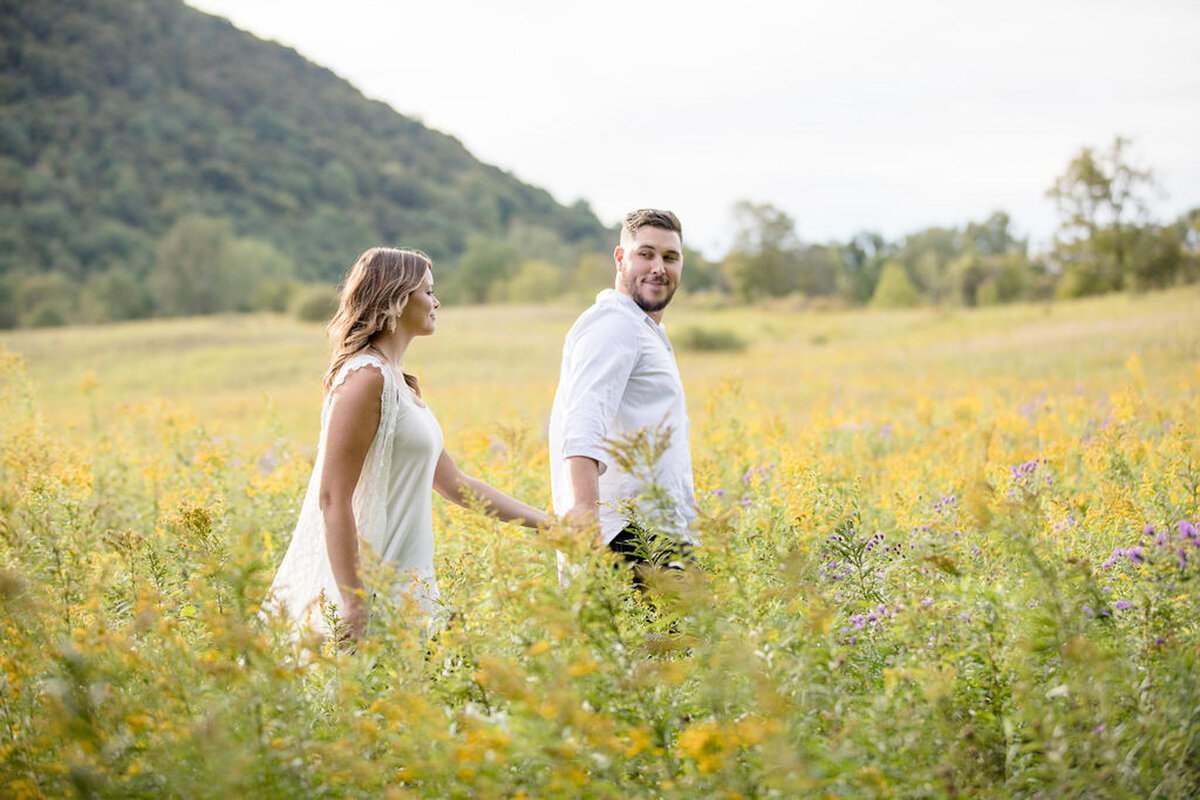 Rachel-Elise-Photography-Syracuse-New-York-Engagement-Shoot-Labrador-Hallow-15