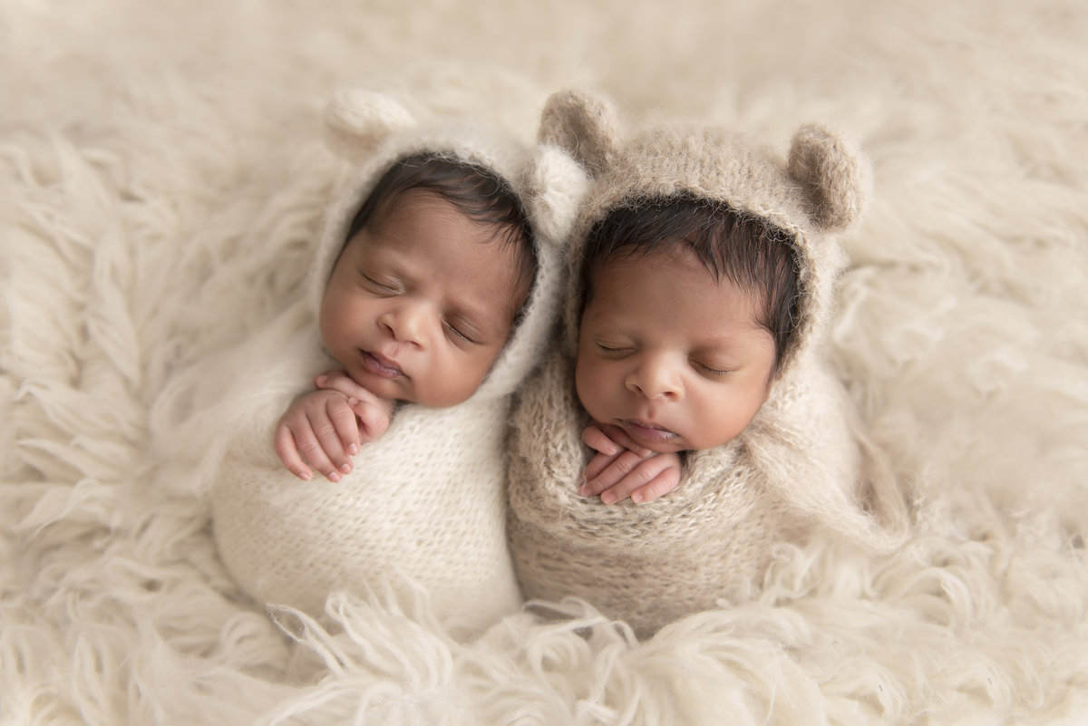 triplet_newborn_photographer_oakville