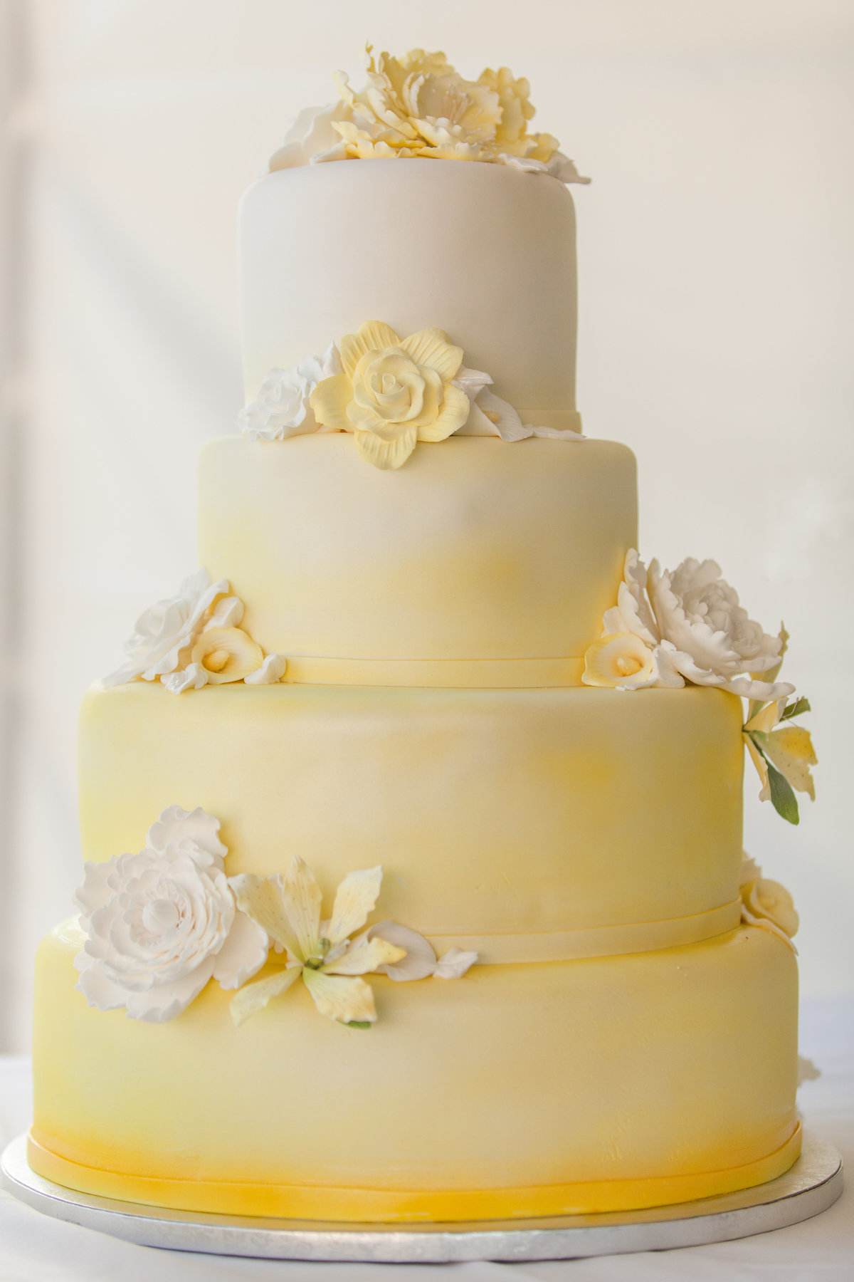 seattle wedding photographer luxury cake photo