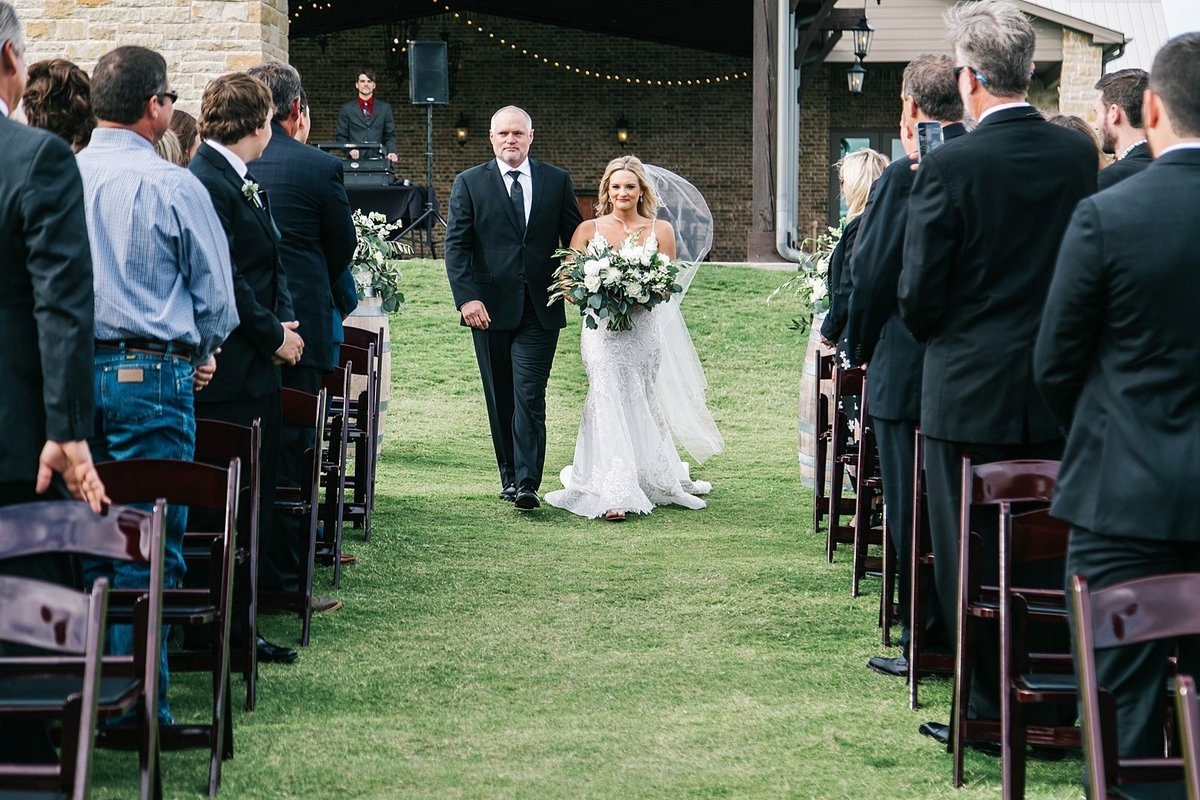Dove-ridge-vineyard-Wedding-by-Dallas-Photographer-Julia-Sharapova_0066