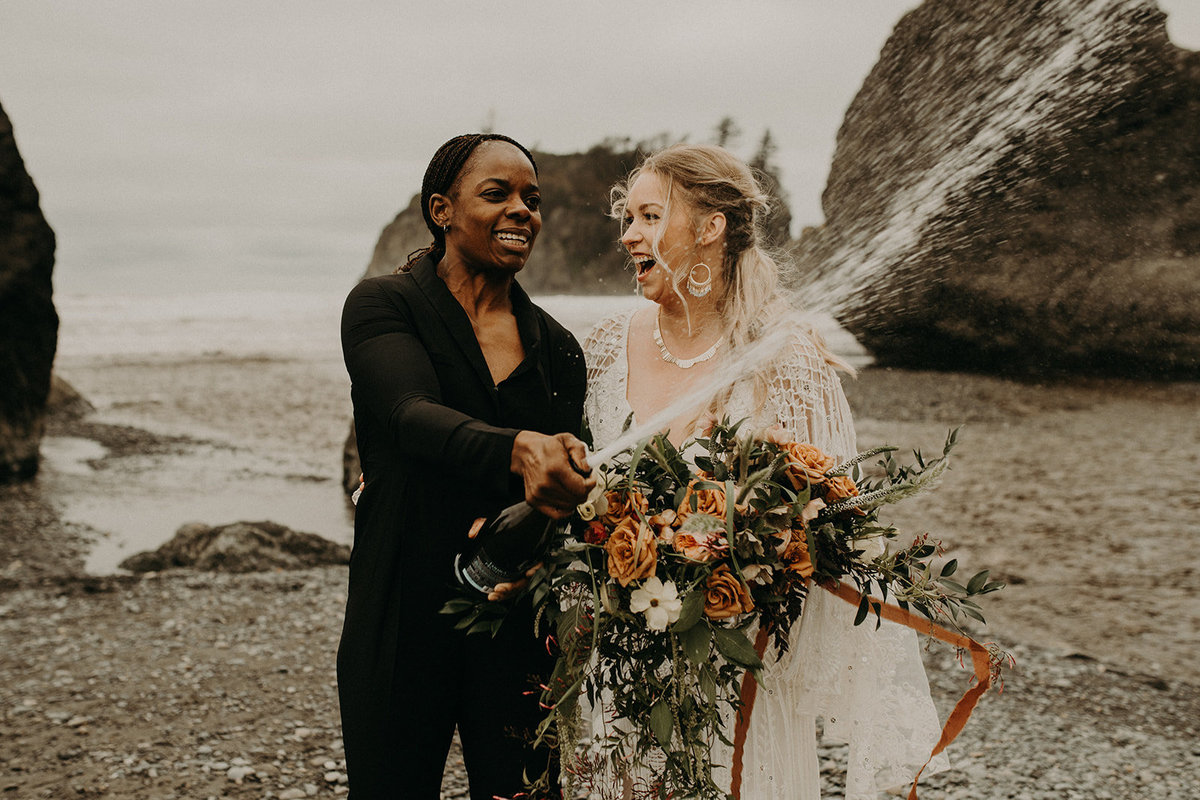 Ruby_Beach_Styled_Elopement_-_Run_Away_with_Me_Elopement_Collective_-_Kamra_Fuller_Photography_-_Champagne-13