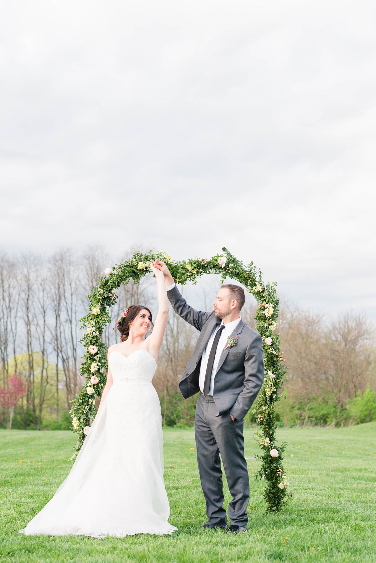 Dayton Ohio Wedding at the Honey Farm by Rachael Leigh Photography