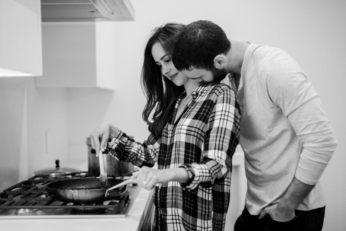 San-Francisco-at-home-pasta-making-engagement-session-013