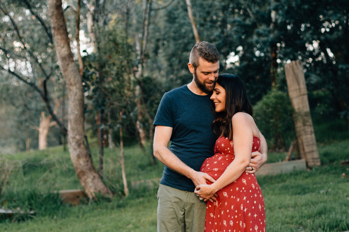 natural maternity photographer melbourne outdoors