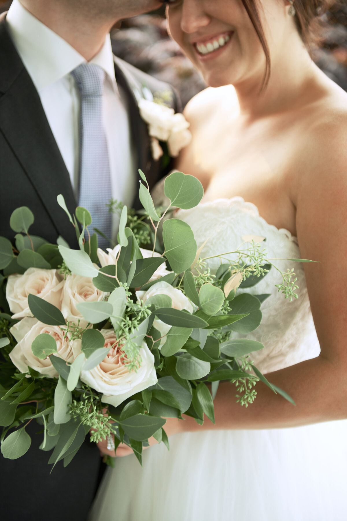 white-blush-greenery-wedding-bride-groom-bouquet-10