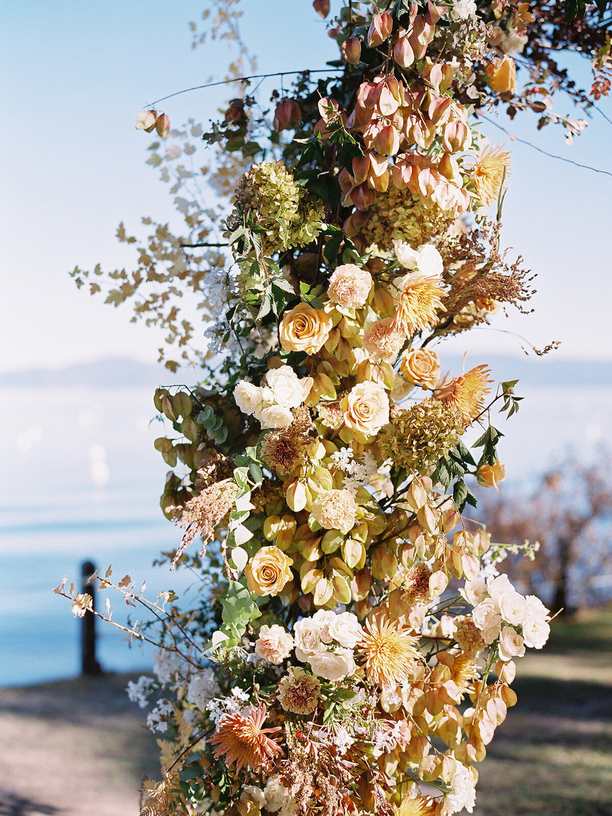 fall-floral-ceremony-arch