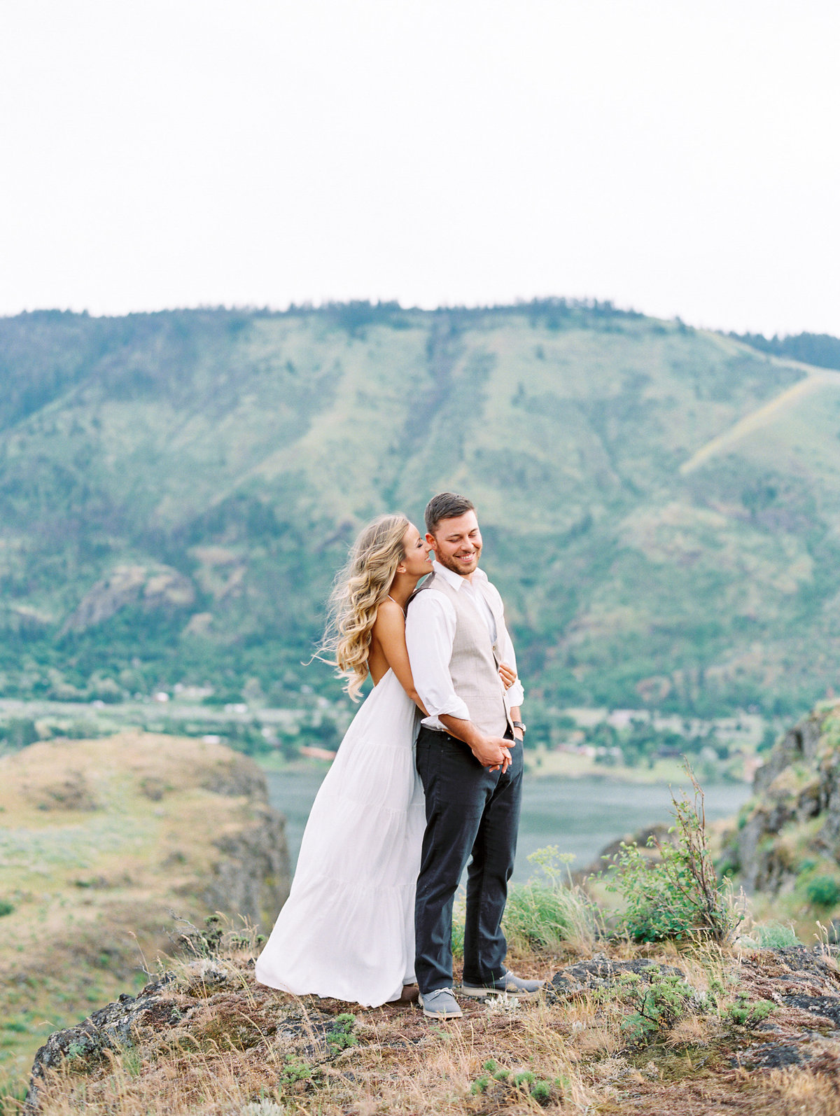 31-columbia-river-gorge-engagement-session