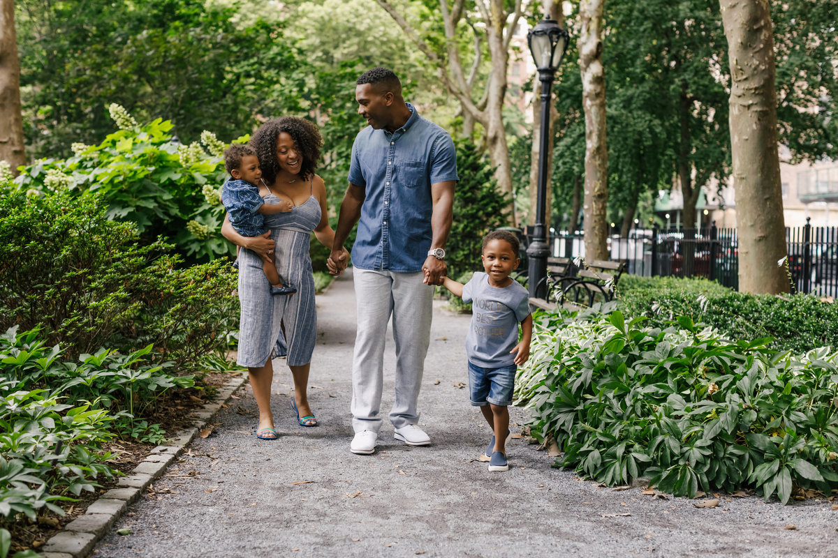 Family_Session_Inspiration_Tudor_City_Gardens_New_York_Amy_Anaiz009
