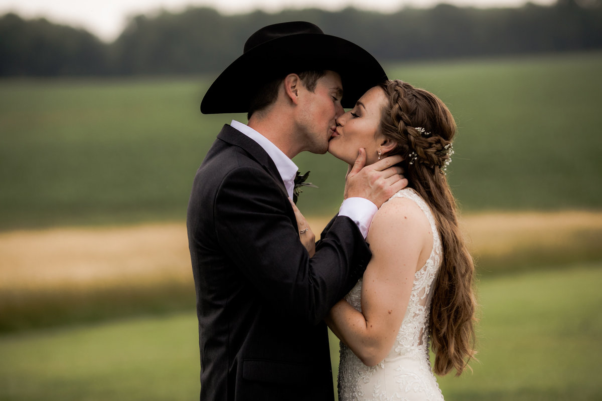 Nsshville Bride - Nashville Brides - The Hayloft Weddings - Tennessee Brides - Kentucky Brides - Southern Brides - Cowboys Wife - Cowboys Bride - Ranch Weddings - Cowboys and Belles066