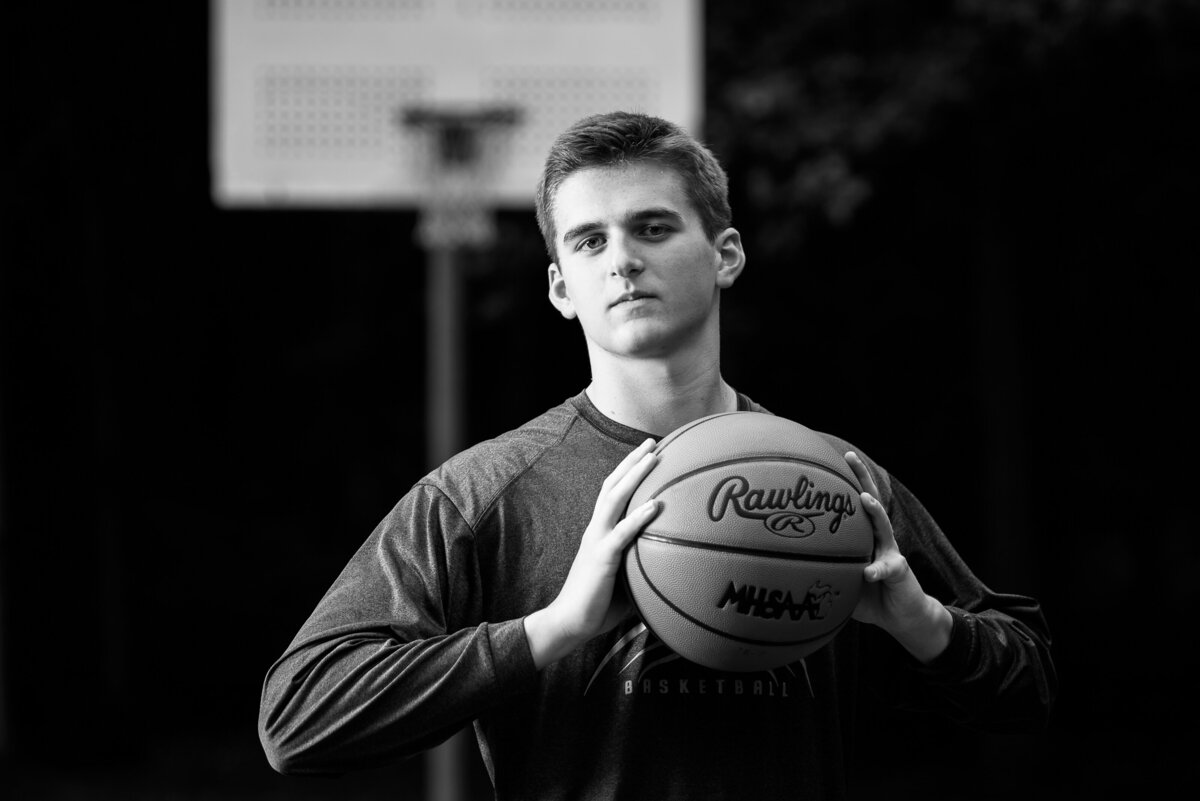 Grand-Rapids-MI-Sports-and-Hobbies-Senior-Pictures-08