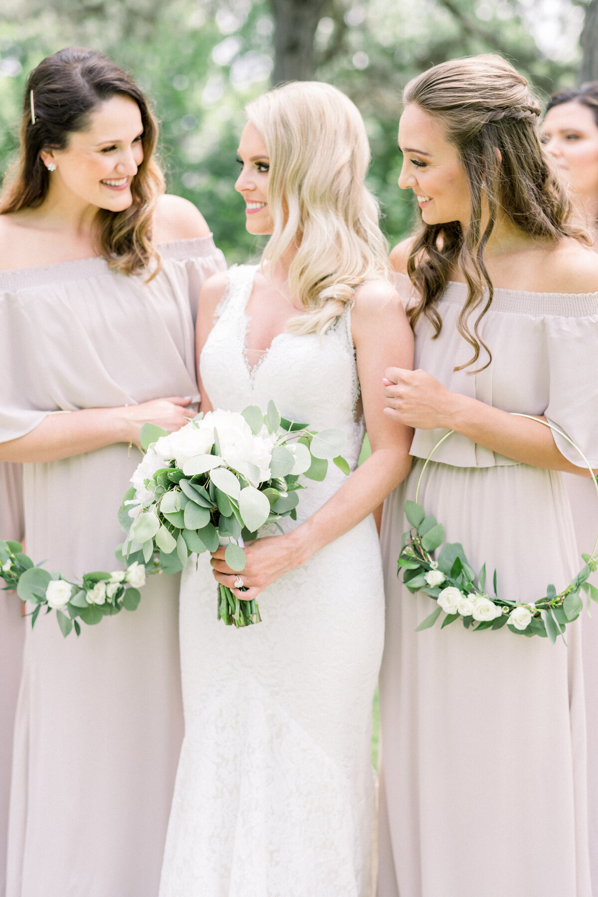 Minnesota wedding photographer, Minneapolis wedding photographer, Minnesota luxury photographer, minnesota light and airy photographer, minnesota light and airy wedding photographer, bridesmaid photos