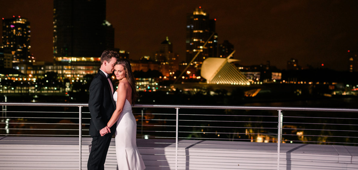 discovery-world-wedding-photography-milwaukee-the-paper-elephant