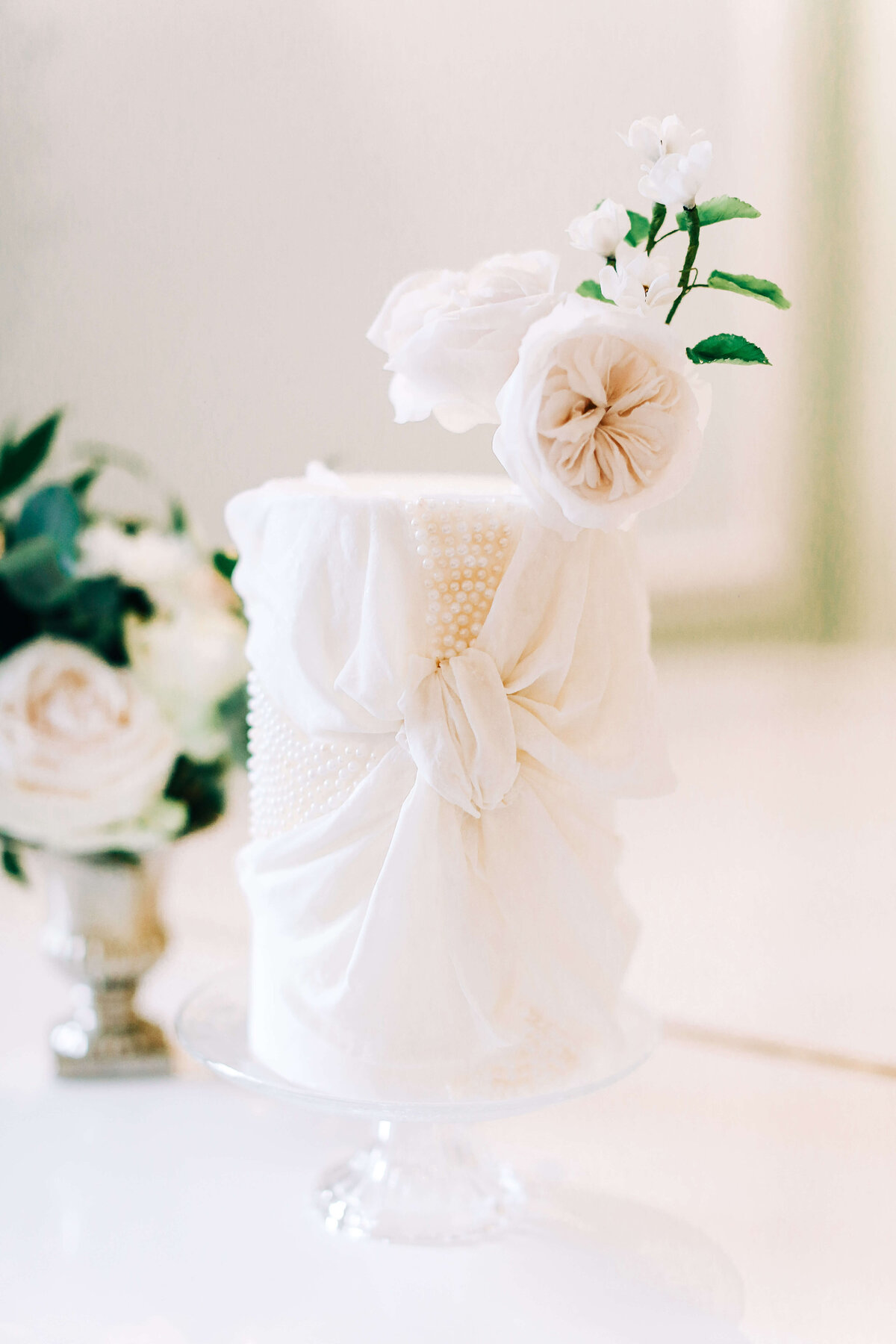 1 tier white pearl wedding cake with bow | MonAnnie