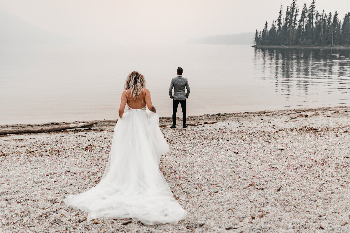 athena-and-camron-sara-truvelle-bridal-wenatchee-elopement-intimate-2-first-look