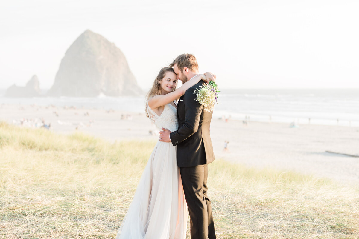 Cannon-Beach-Elopement-Photographer-43