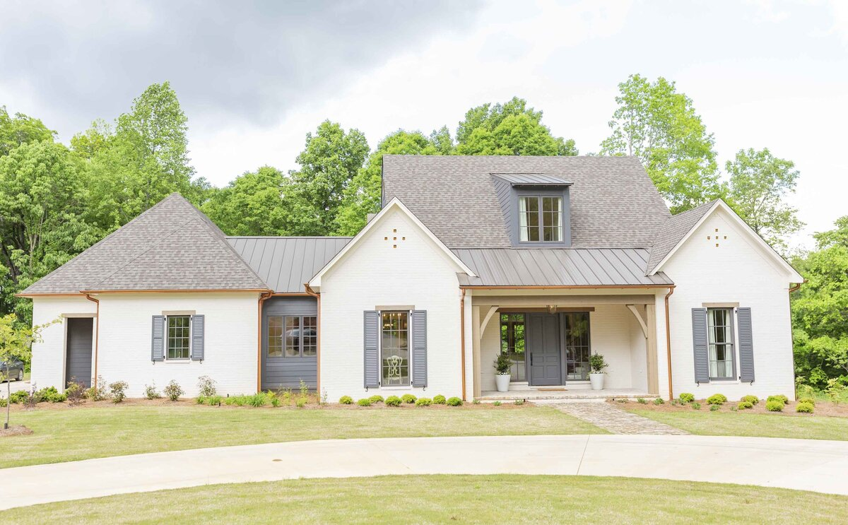 white-house-outdoor-renovation-mississippi1