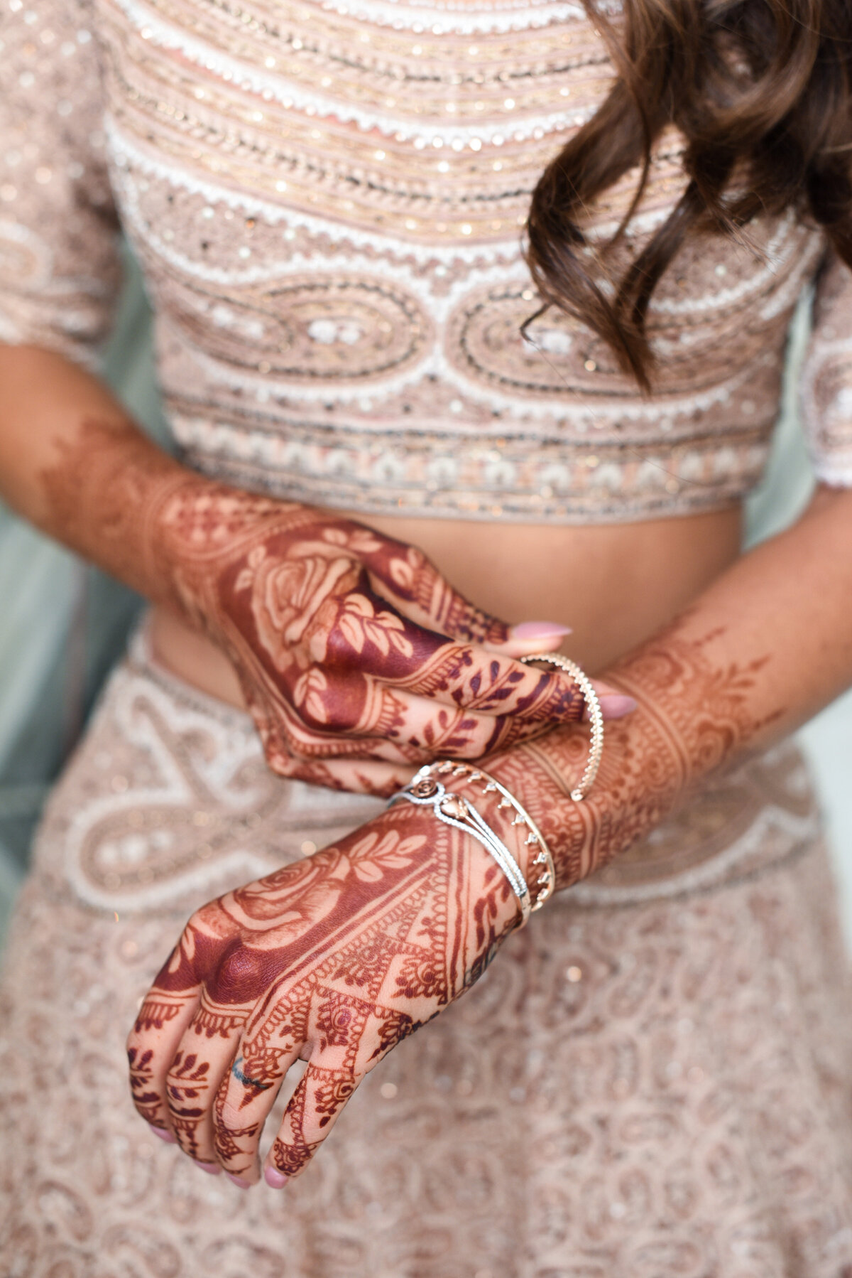 indian - bride - blush - lehengha - mehndi  (2)