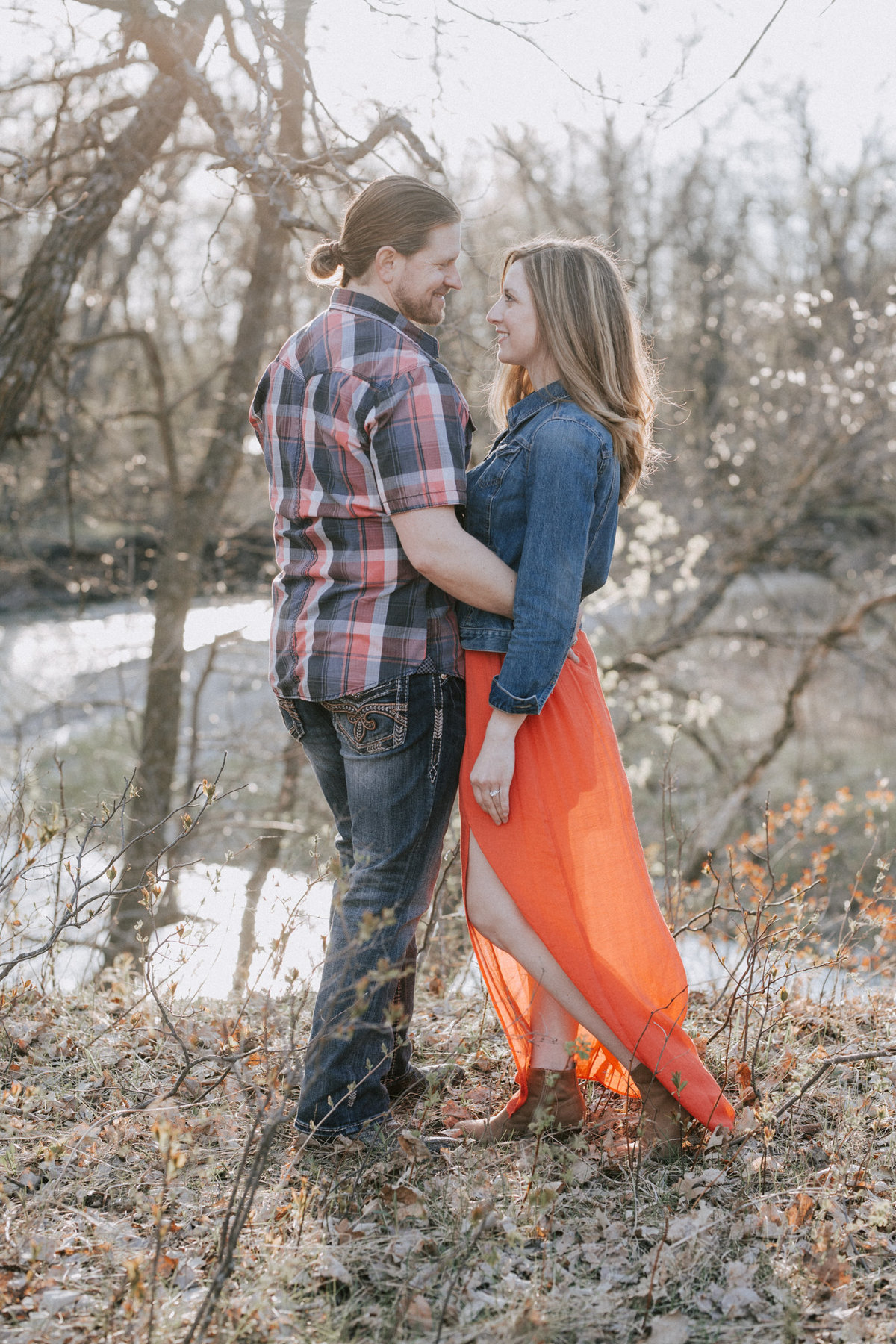 Montana engagement photos outside in woods