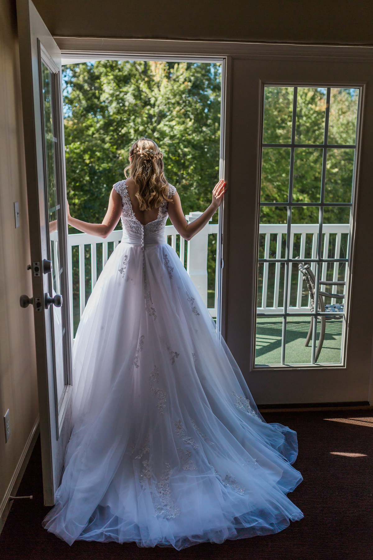 A bride poses in a doorway near Williamsburg