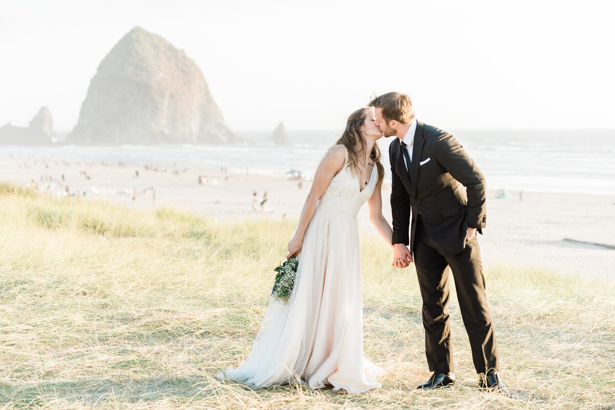 Cannon-Beach-Elopement-Photographer-45