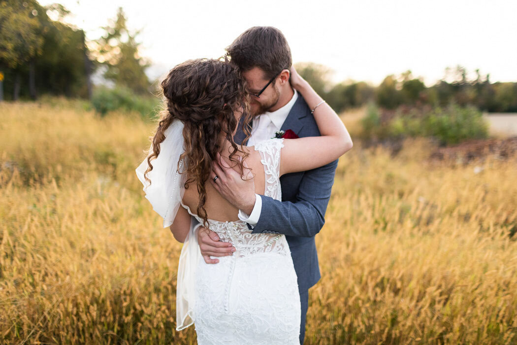 Seriously, is there a cuter bride and groom portrait than this?