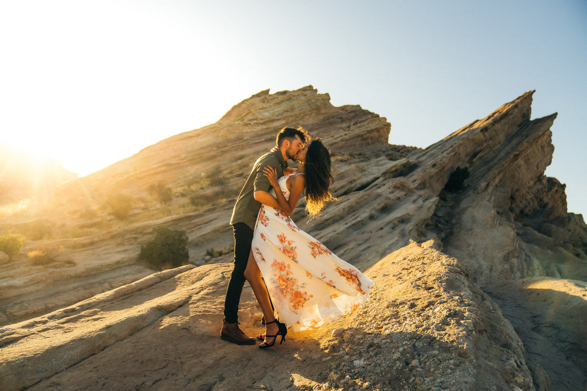 engagement photos in vasquez rocks in california