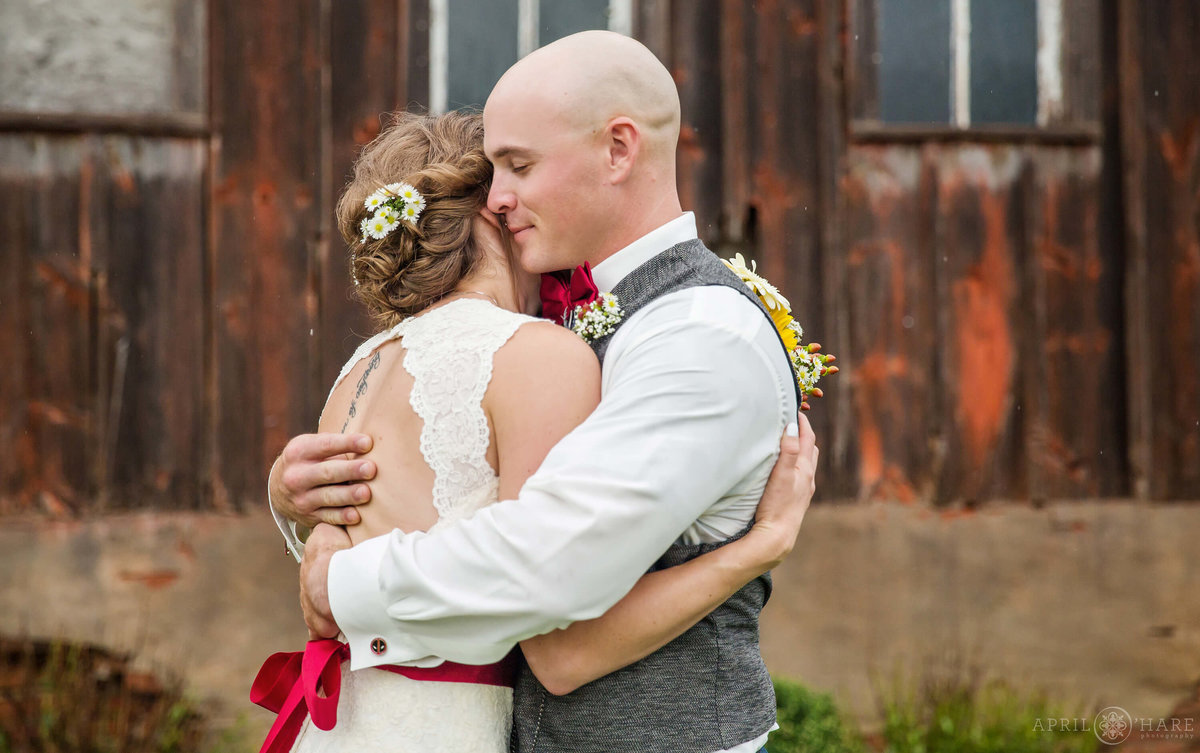 Sweet-Embrace-at-a-Farm-Wedding-in-Nebraska