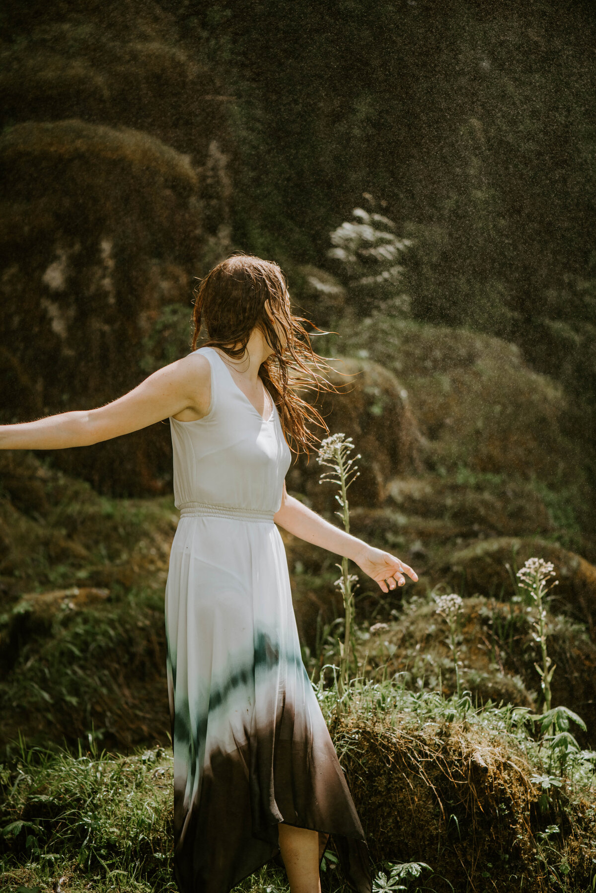 sahalie-falls-summer-oregon-photoshoot-adventure-photographer-bend-couple-forest-outfits-elopement-wedding8469