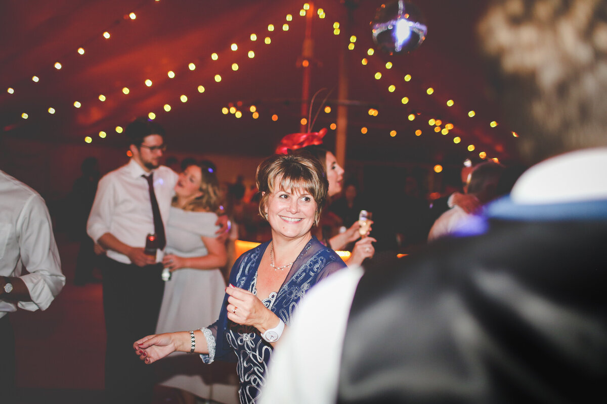 YORKSHIRE-WEDDING-LOTS-OF-LAUGHTER-MARQUEE-AND-CHUCH-0095