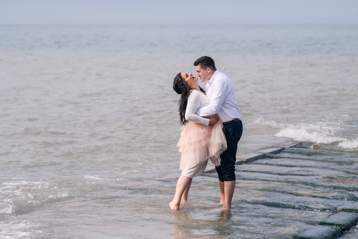 atwater-beach-engagement-milwaukee-the-paper-elephant-026
