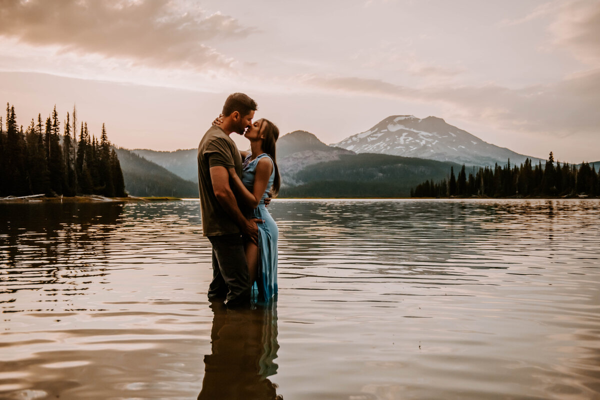 sparks-lake-oregon-couple-photographer-elopement-bend-lakes-bachelor-sisters-sunset-5911