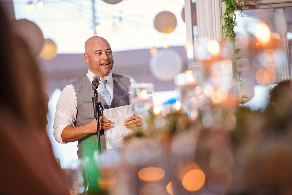 Best man giving a speech at Oceanbleu