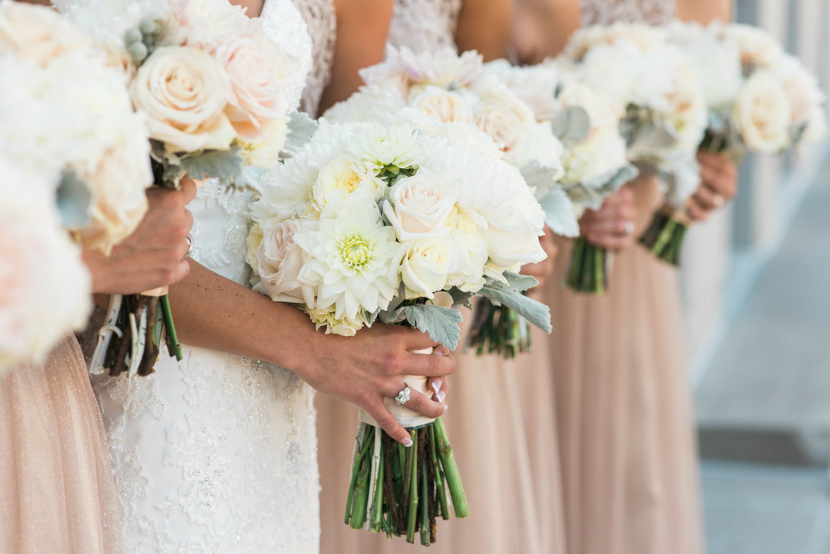 mississippi_pearl_photography_hyvee_flowers_bouquet_tamara_wendt_white_pink_english_roses_quad_city_photographer_bronze_lace_sequin_bridesmaids