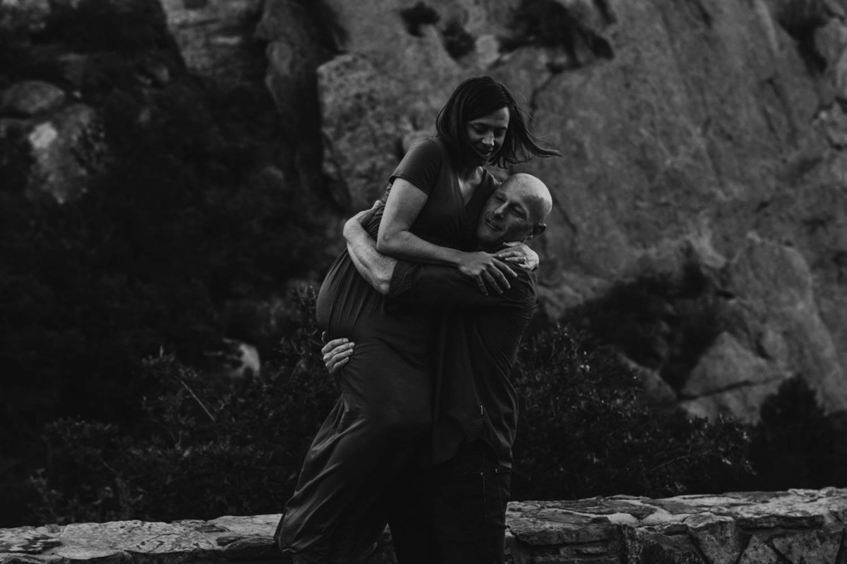 colorado-springs-garden-of-the-gods-sunrise-couples-adventure-session-colorado-elopement-photographer-13