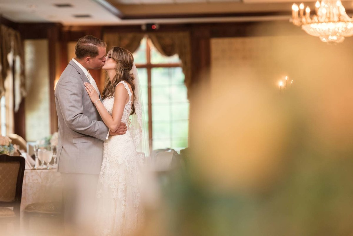 Bride and groom kissing at The Mansion at Oyster Bay