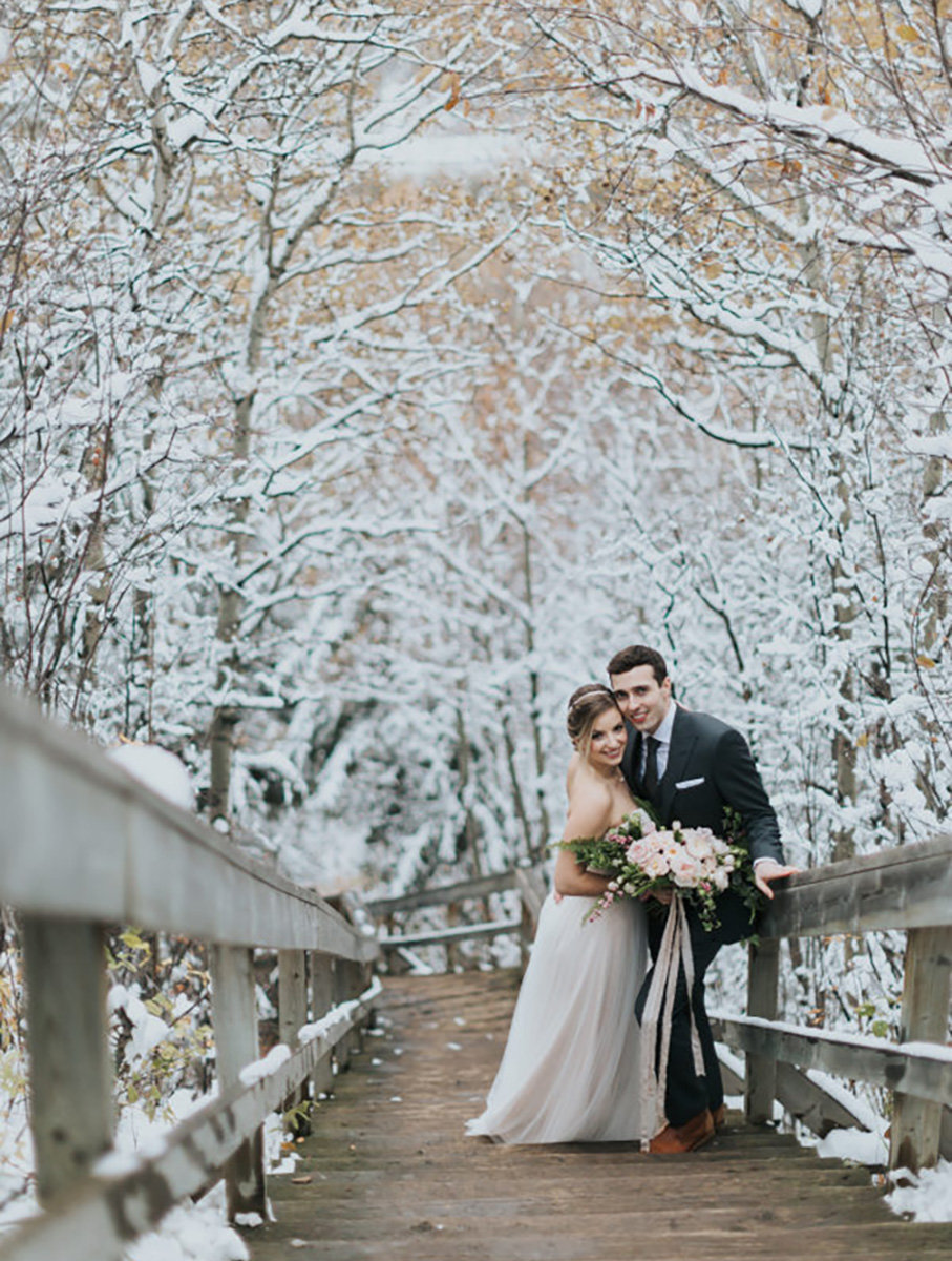 snowy-autumn-wedding-edmonton-river-valley