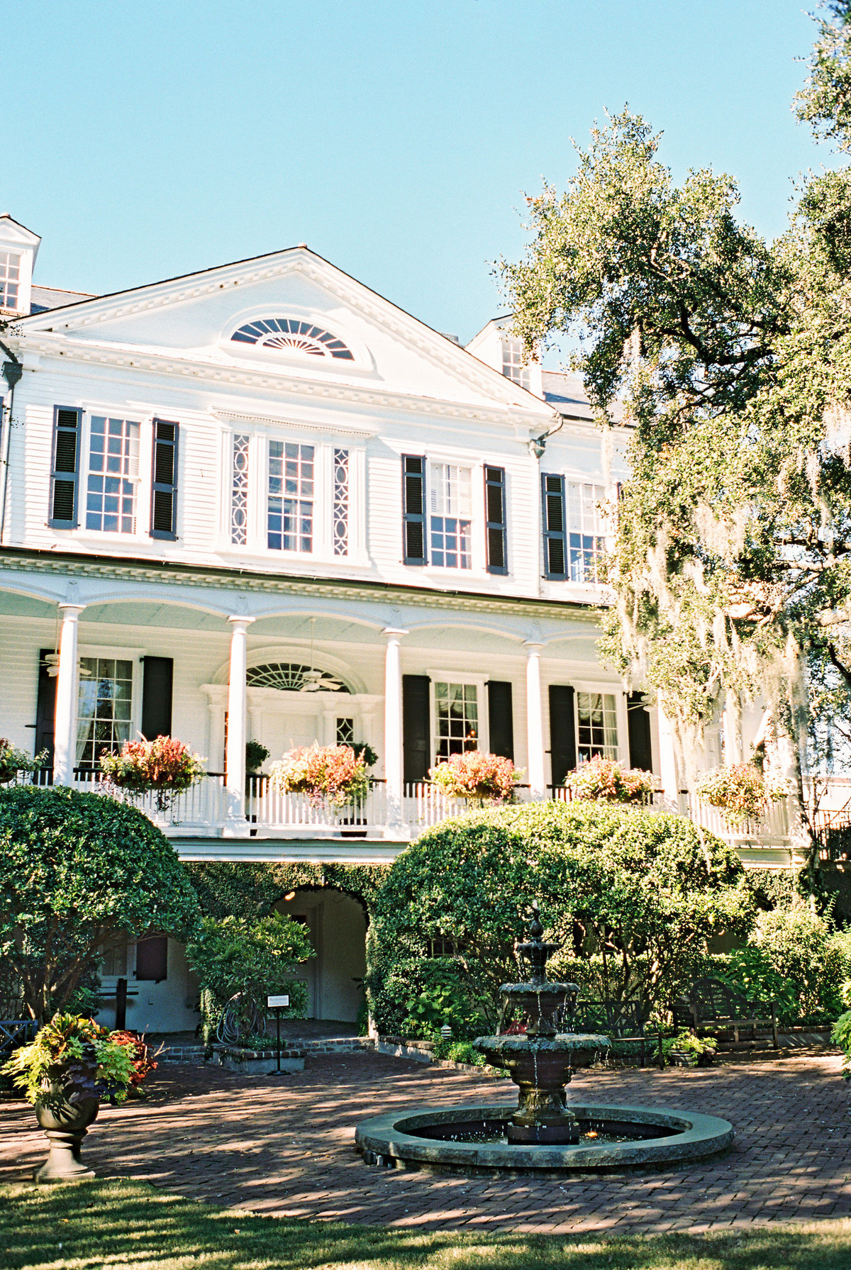 wedding-venues-in-charleston-governor-thomas-bennett-house-philip-casey-11