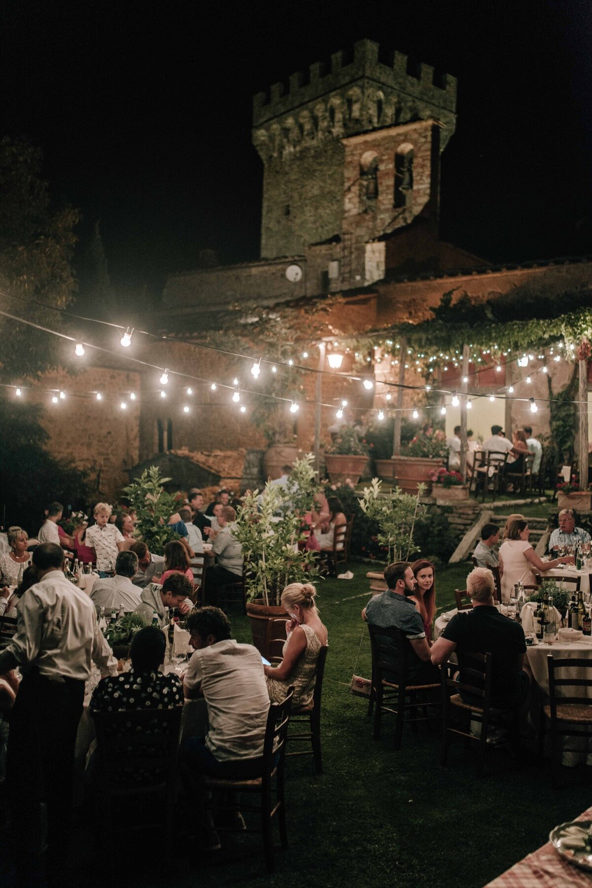 10_Tuscany_Luxury_Wedding_Photographer (10 von 37)_A stylish and elegant luxury wedding in Tuscany captured by Italy wedding photographer Flora and Grace.
